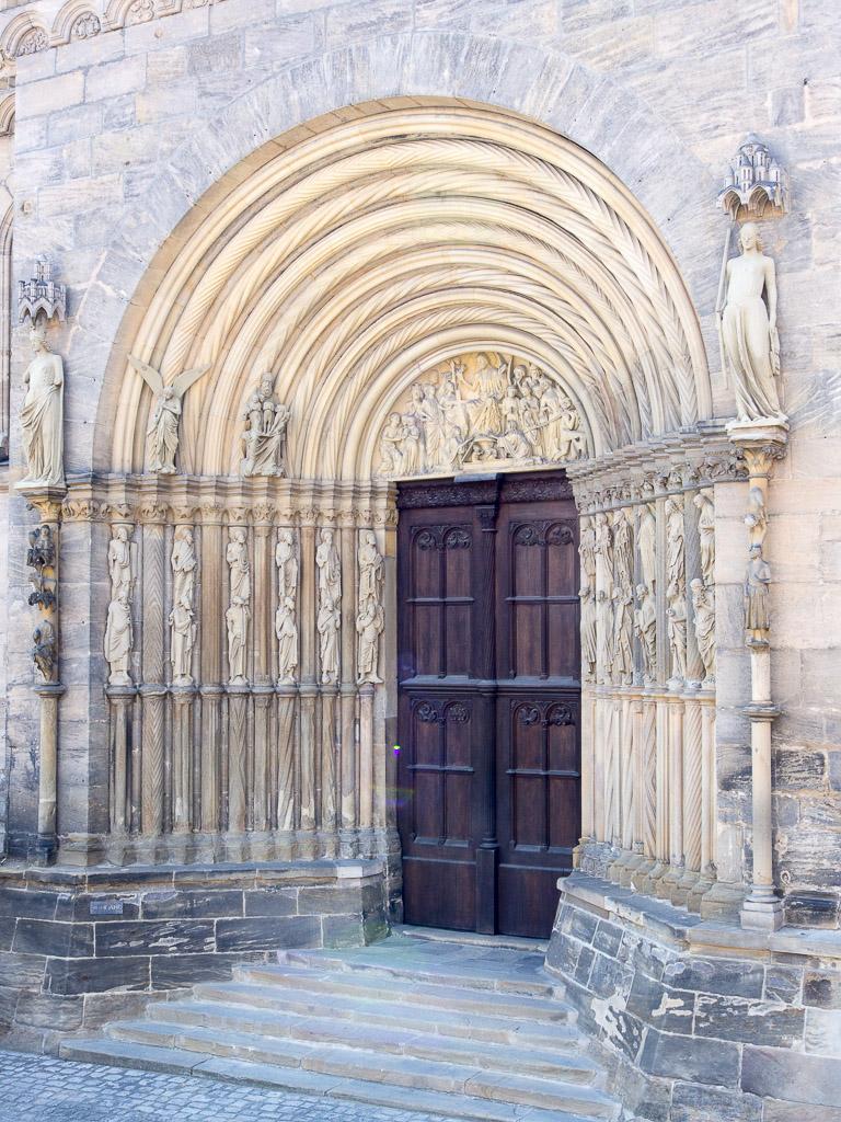 Kliknij obrazek, aby uzyskać większą wersję  Nazwa:Wejscie do katedry-7060098.jpg Wyświetleń:282 Rozmiar:367,0 KB ID:123837