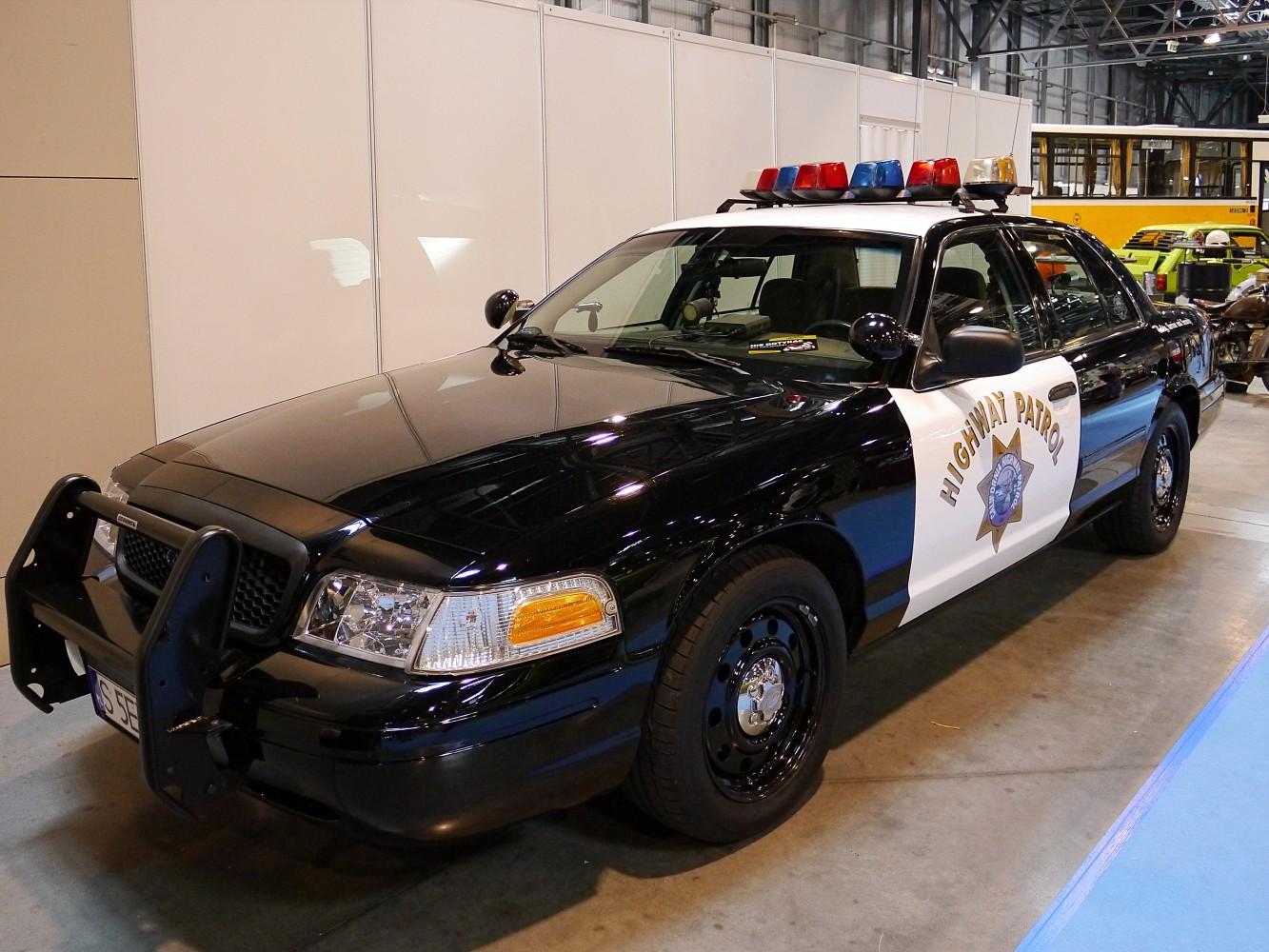 Kliknij obrazek, aby uzyskać większą wersję  Nazwa:Ford Crown Victoria (1).jpg Wyświetleń:71 Rozmiar:300,0 KB ID:232339