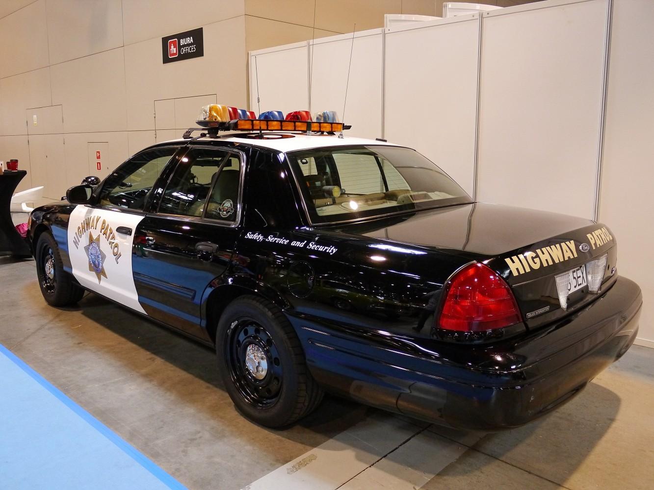 Kliknij obrazek, aby uzyskać większą wersję  Nazwa:Ford Crown Victoria (2).jpg Wyświetleń:70 Rozmiar:271,5 KB ID:232340