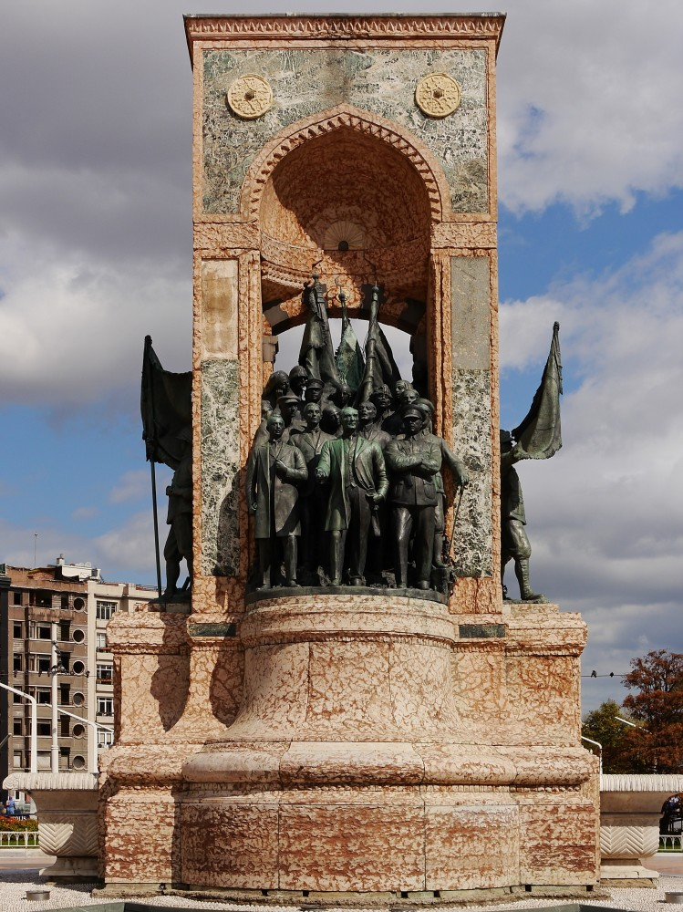 Kliknij obrazek, aby uzyskać większą wersję  Nazwa:Pomnik Republiki (2).jpg Wyświetleń:40 Rozmiar:267,4 KB ID:232598