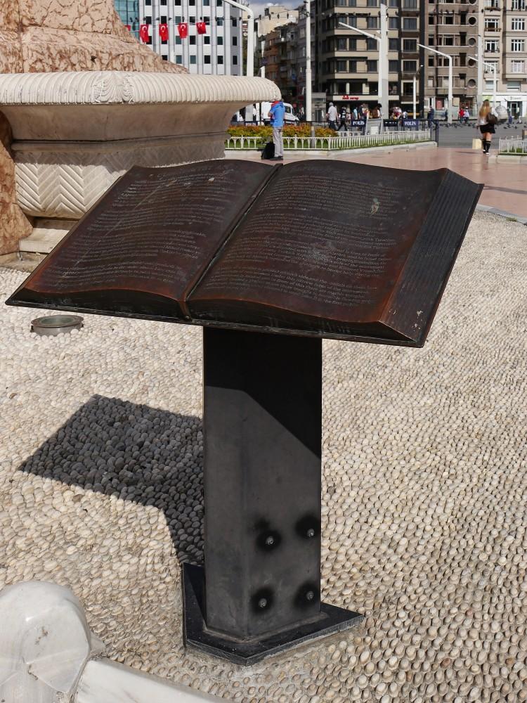 Kliknij obrazek, aby uzyskać większą wersję  Nazwa:Pomnik Republiki (3).jpg Wyświetleń:40 Rozmiar:284,5 KB ID:232599