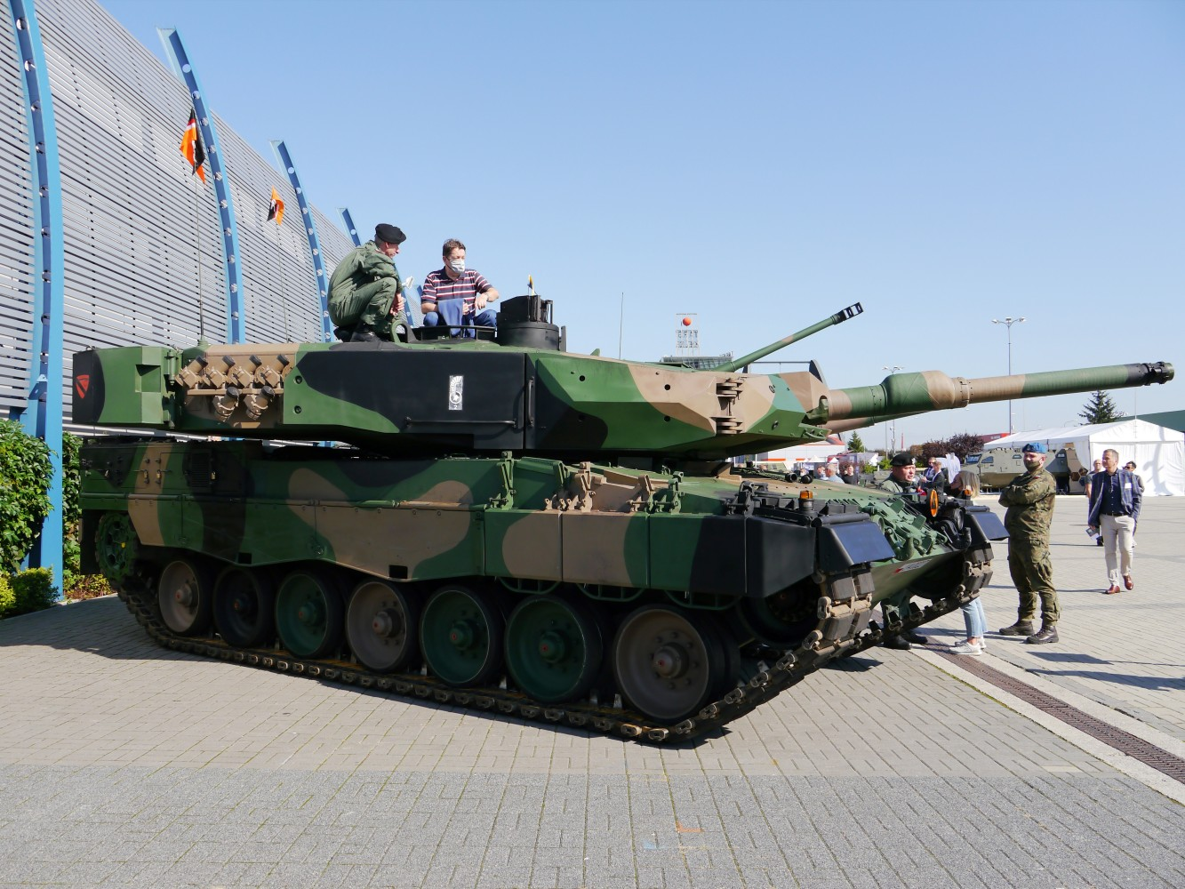 Kliknij obrazek, aby uzyskać większą wersję  Nazwa:Leopard 2PL.jpg Wyświetleń:89 Rozmiar:330,9 KB ID:229706