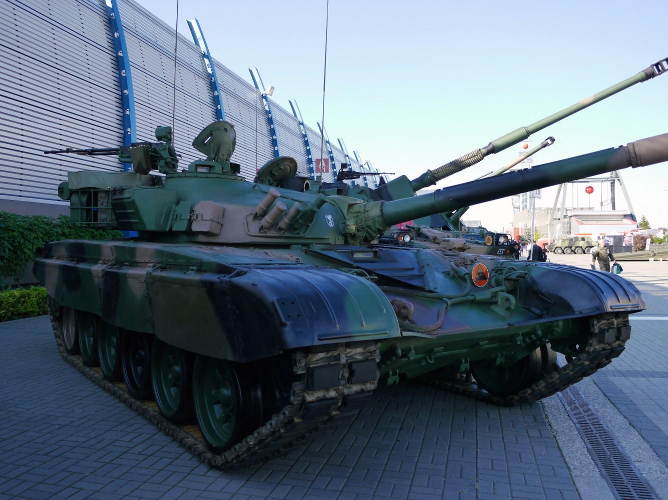 Kliknij obrazek, aby uzyskać większą wersję  Nazwa:T-72M1R.jpg Wyświetleń:79 Rozmiar:299,3 KB ID:229741