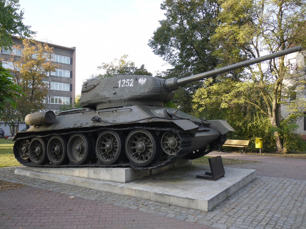 Kliknij obrazek, aby uzyskać większą wersję  Nazwa:T-34-85 Gliwice.jpg Wyświetleń:878 Rozmiar:288,4 KB ID:107884