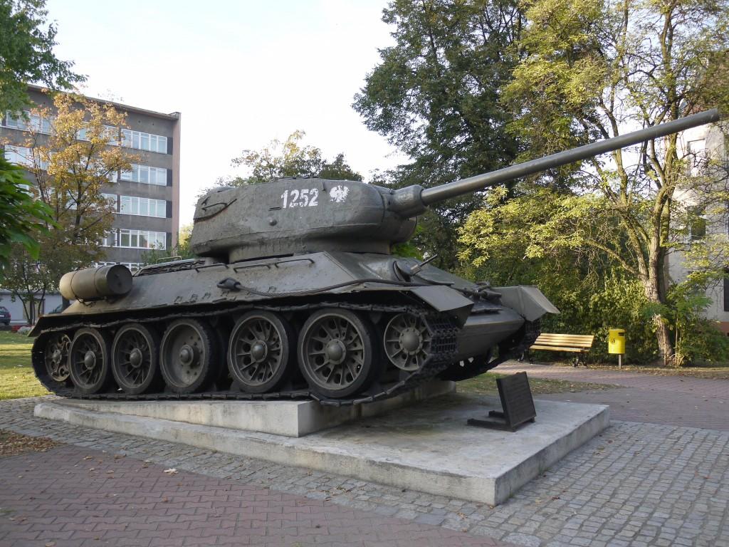 Kliknij obrazek, aby uzyskać większą wersję  Nazwa:T-34-85 Gliwice.jpg Wyświetleń:923 Rozmiar:288,4 KB ID:107884