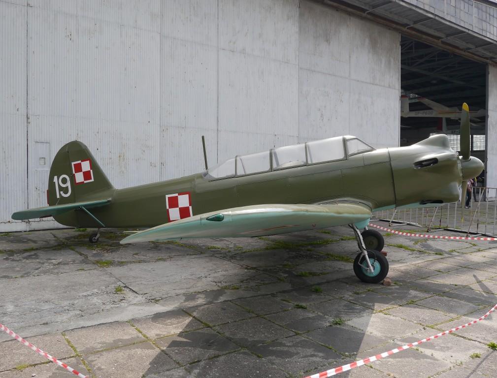 Kliknij obrazek, aby uzyskać większą wersję  Nazwa:Jak-18 (2).jpg Wyświetleń:233 Rozmiar:198,4 KB ID:108195