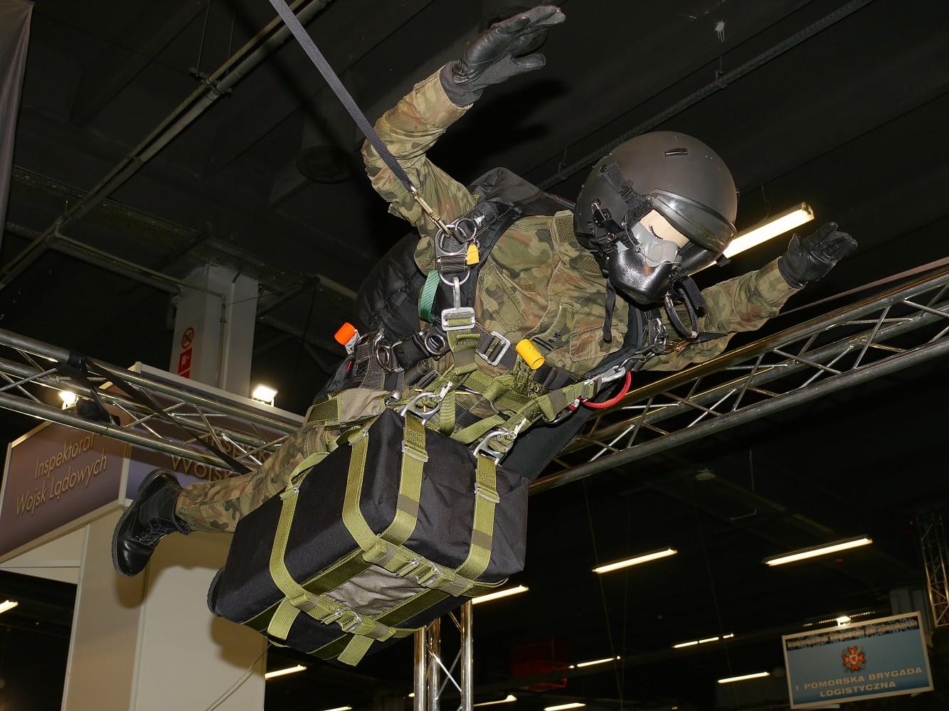 Kliknij obrazek, aby uzyskać większą wersję  Nazwa:spadochroniarz.jpg Wyświetleń:72 Rozmiar:291,0 KB ID:220656
