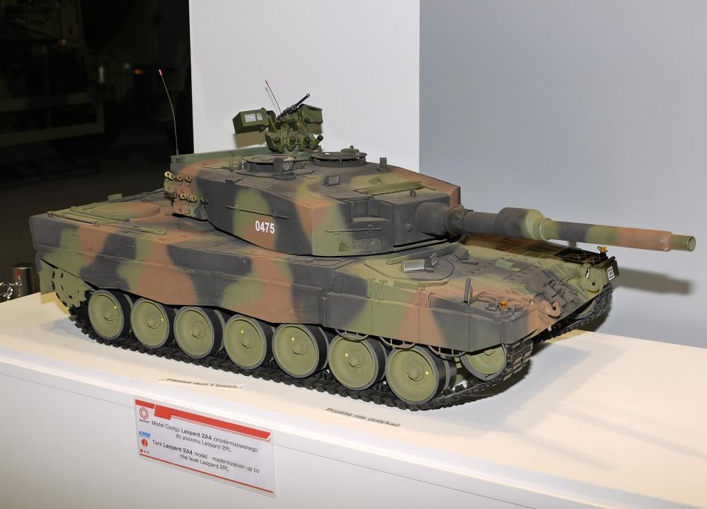 Kliknij obrazek, aby uzyskać większą wersję  Nazwa:Leopard 2A4.jpg Wyświetleń:719 Rozmiar:120,7 KB ID:119381